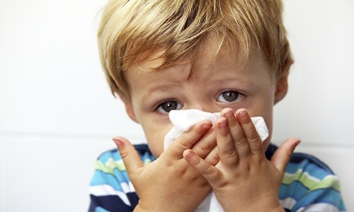 Проблема затяжного насморка у ребенка