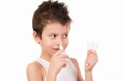 Лечение насморка у ребенка сосудосуживающими каплями