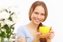 Обильное горячее питье для лечения кашля и насморка