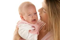 Чихание - симптом аллергического насморка у грудничка
