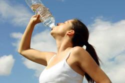 Польза обильного питья для профилактики зеленых соплей